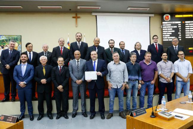 delegado osmir e1494417576582 Delegado recebe o título do Mérito Comunitário