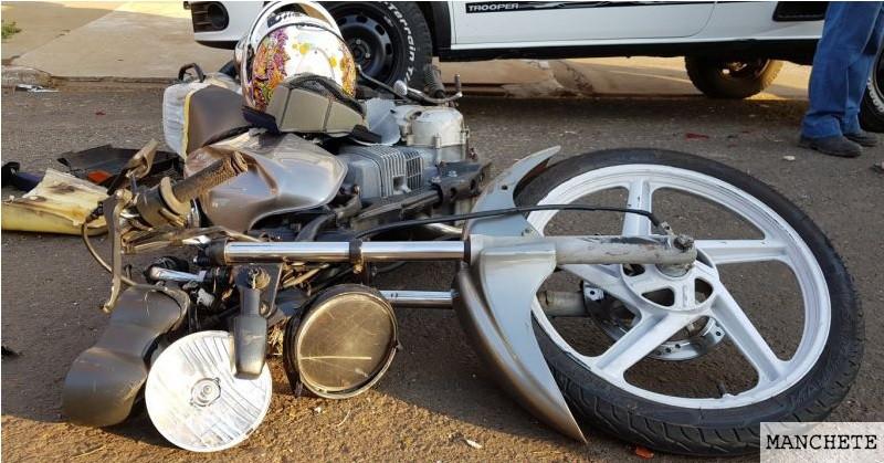 Foto de Motociclista morre em acidente após colidir contra dois carros