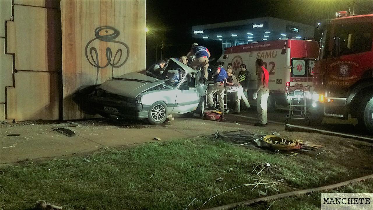 Foto de Madrugada registra acidente com 5 vítimas, uma morreu