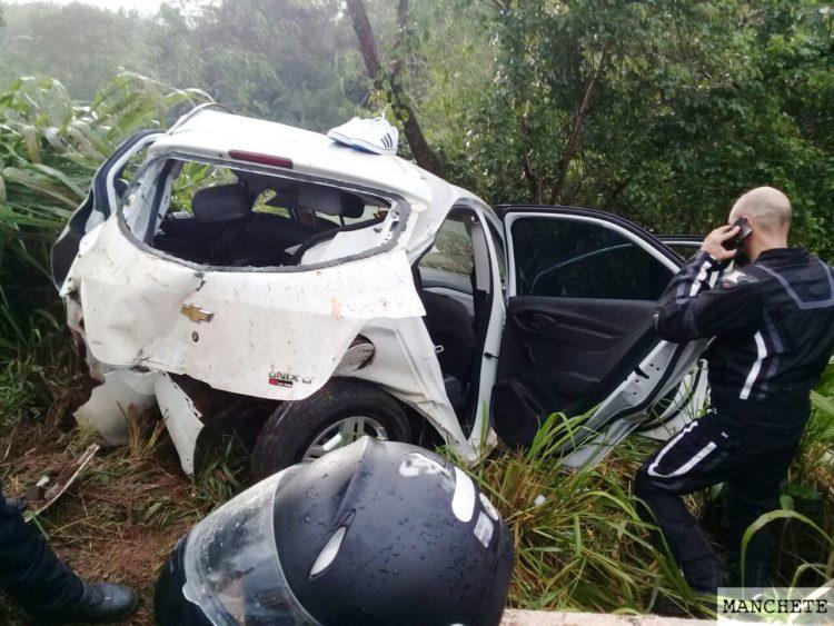 acidente pr 492 2 e1516568729377 Carro bate em mureta de ponte e jovem morre na PR492