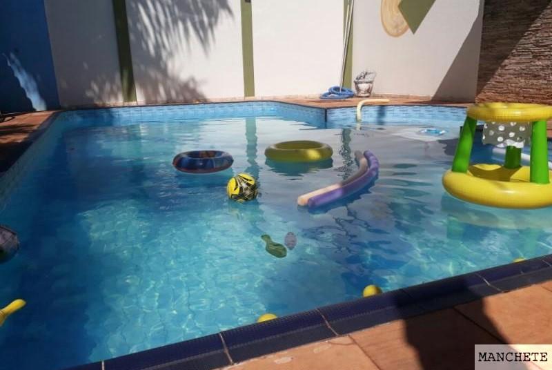 Foto de Criança se afoga em piscina e está na UTI