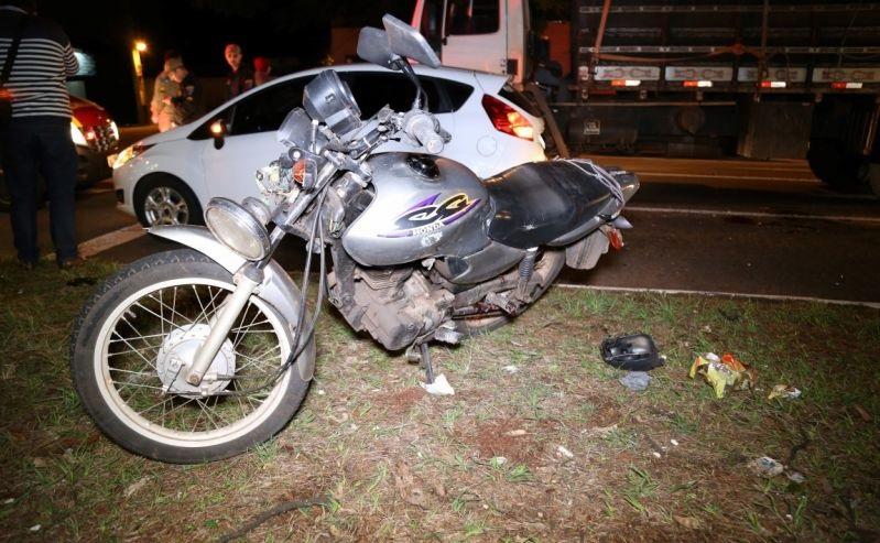 acidente maringa moto Caminhão passa por cima de perna de motociclista após tentativa de ultrapassagem
