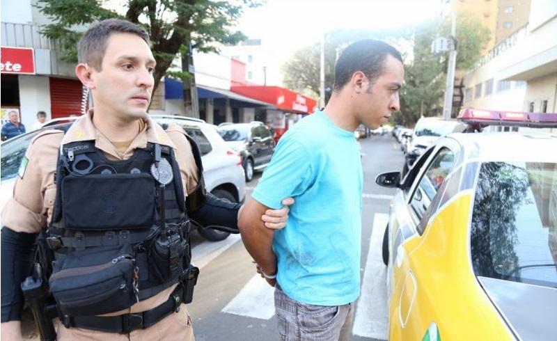 detento pm ROCAM prende rapaz com arma, munições e droga em Maringá