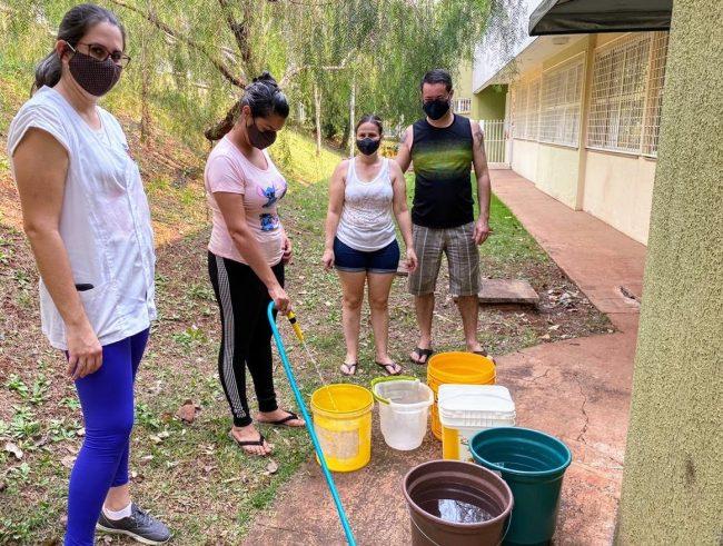 Foto de Prefeitura disponibiliza água para bairros da zona leste